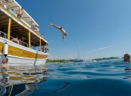 Jump-on-boat-picnic-tour-from-Trogir