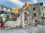 Split-guide-and-sightseeing